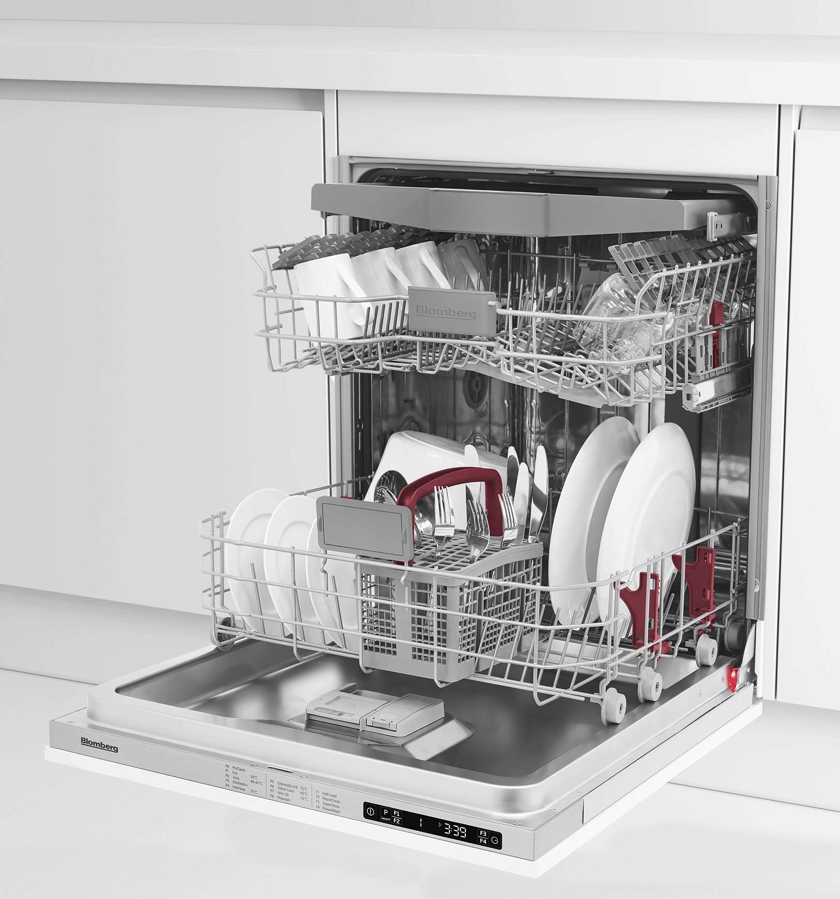đặt các vật dụng trên máy rửa bát